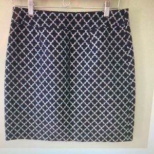 EUC Kate Spade navy and silver skirt sz 8
